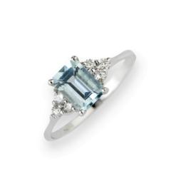 Anello Oro Bianco 18 Kt (Gr. 3,00) Diamanti Bianchi taglio Brillante Ct. 0,15 e acquamarina Emerald Cut Ct. 1,40.