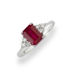 Rubino: 1.70 Ct. Anello Oro Bianco 18 Kt (Gr. 3,00) Diamanti Bianchi taglio Brillante Ct. 0,15 e Rubino Ricostruito Emerald Cut Ct. 1,70.