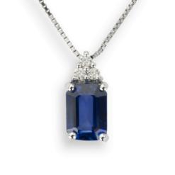 Zaffiro: Pendente Oro Bianco 18 Kt (Gr. 2,10) Diamanti Bianchi taglio Brillante Ct. 0,15 e Zaffiro Ricostruito Emerald Cut Ct. 1,10.